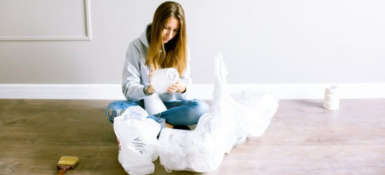 A woman packing a lamp.