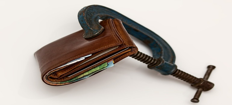 A wallet being squeezed.