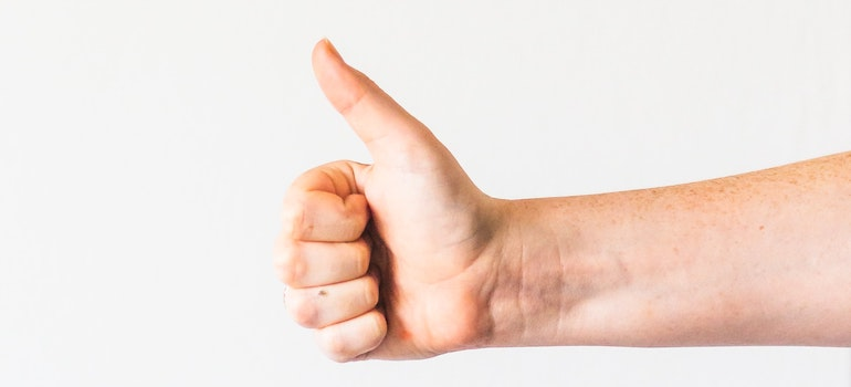 A hand with the thumb up