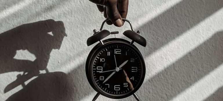 A picture of an alarm clock