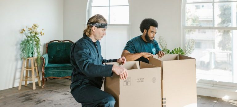 Movers that help during packing